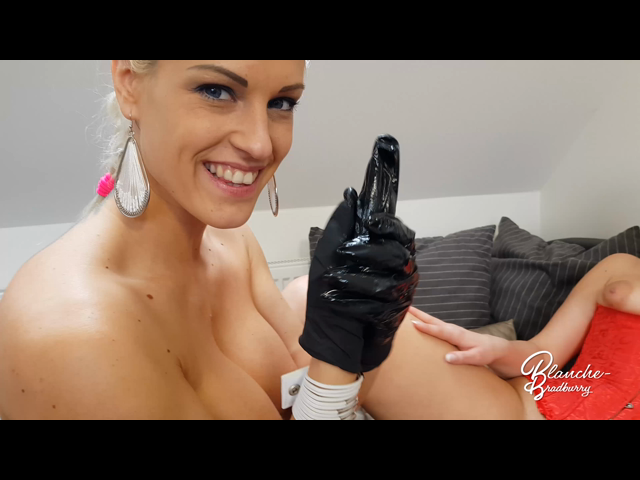 Blanche & Nikky Dream: Fist in her pussy!